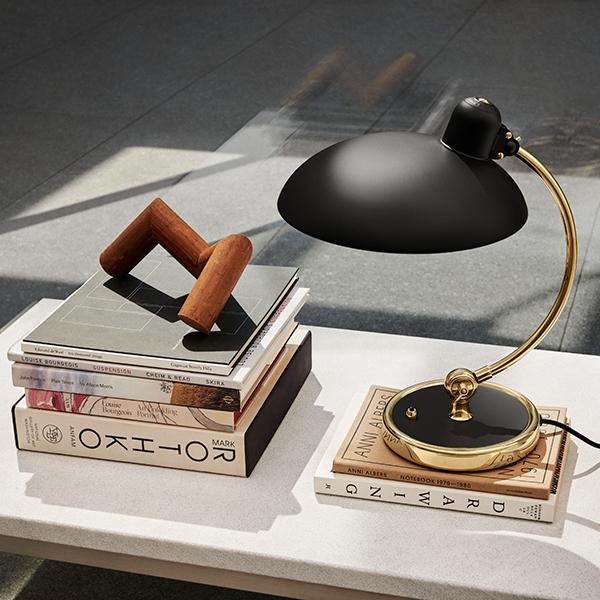 Image of   Black November: 5 sorte lamper