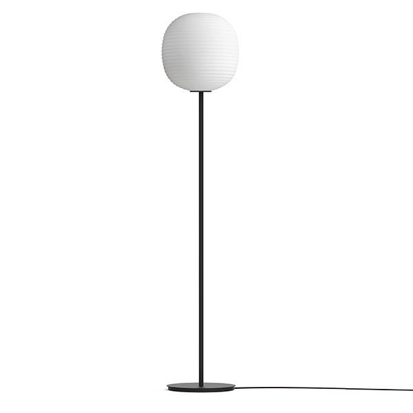 NEW WORKS Lanterne Gulvlampe M. Sort Fod & Matteret Hvid Opal Glas